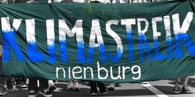Text Klimastreik Nienburg auf Transparent